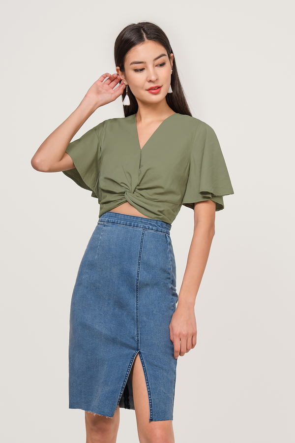 Darlyne Knotted Crop Top